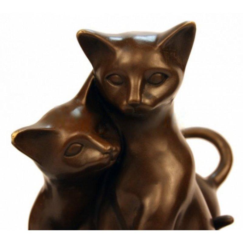 Кот Обнимает Кошку