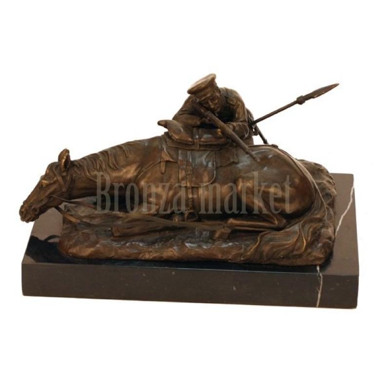 Скульптура Казак, стреляющий из-за лошади