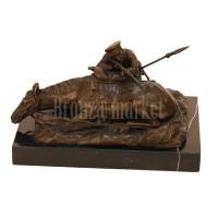 """Скульптура """"Казак, стреляющий из-за лошади"""""""