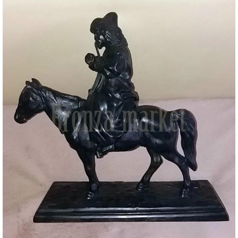 Статуэтка антикварная Киргиз на лошади