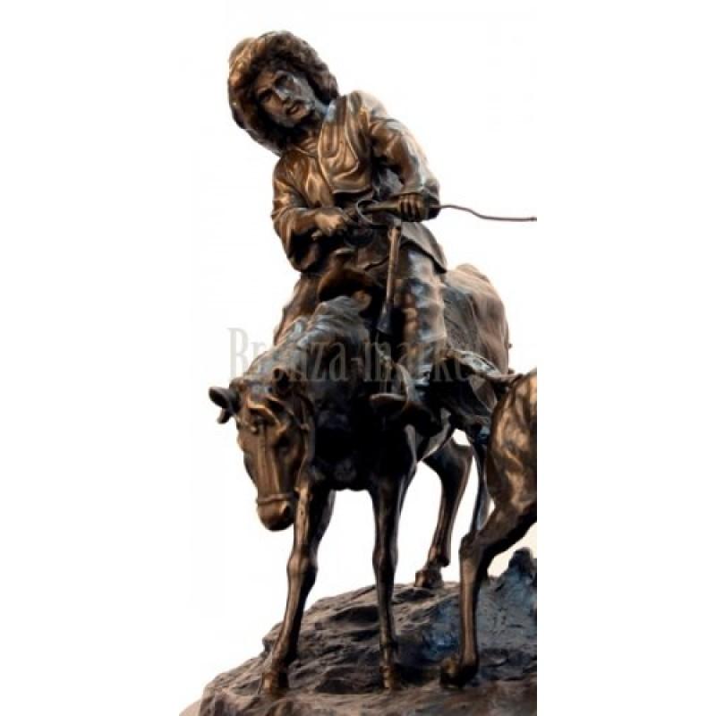Скульптура Ловля дикой лошади