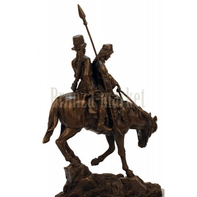 Скульптура Казак с молодой казачкой на лошаде