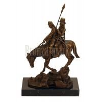 """Скульптура """"Казак с молодой казачкой на лошаде"""""""