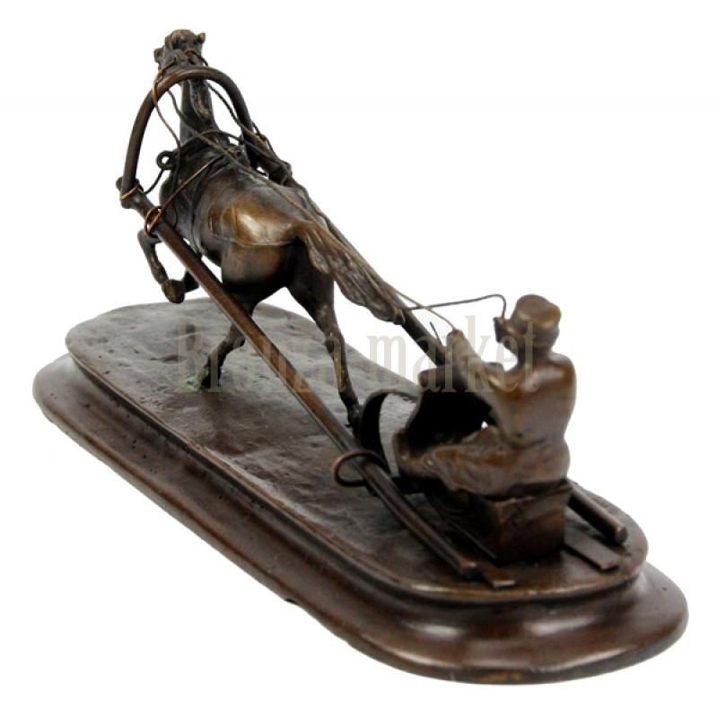 Скульптура Крестьянин на санях
